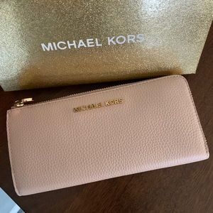 New ml wallet 💖 ballet box included